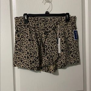 Leopard shorts with pockets